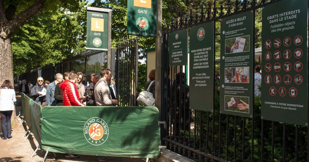 Queue at Roland-Garros' entrance