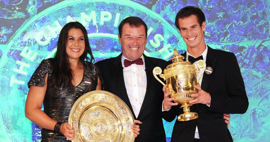 L'ancien président de l'AETLC Philip Brook et les champions de Wimbledon en simples masculin et féminin en 2013