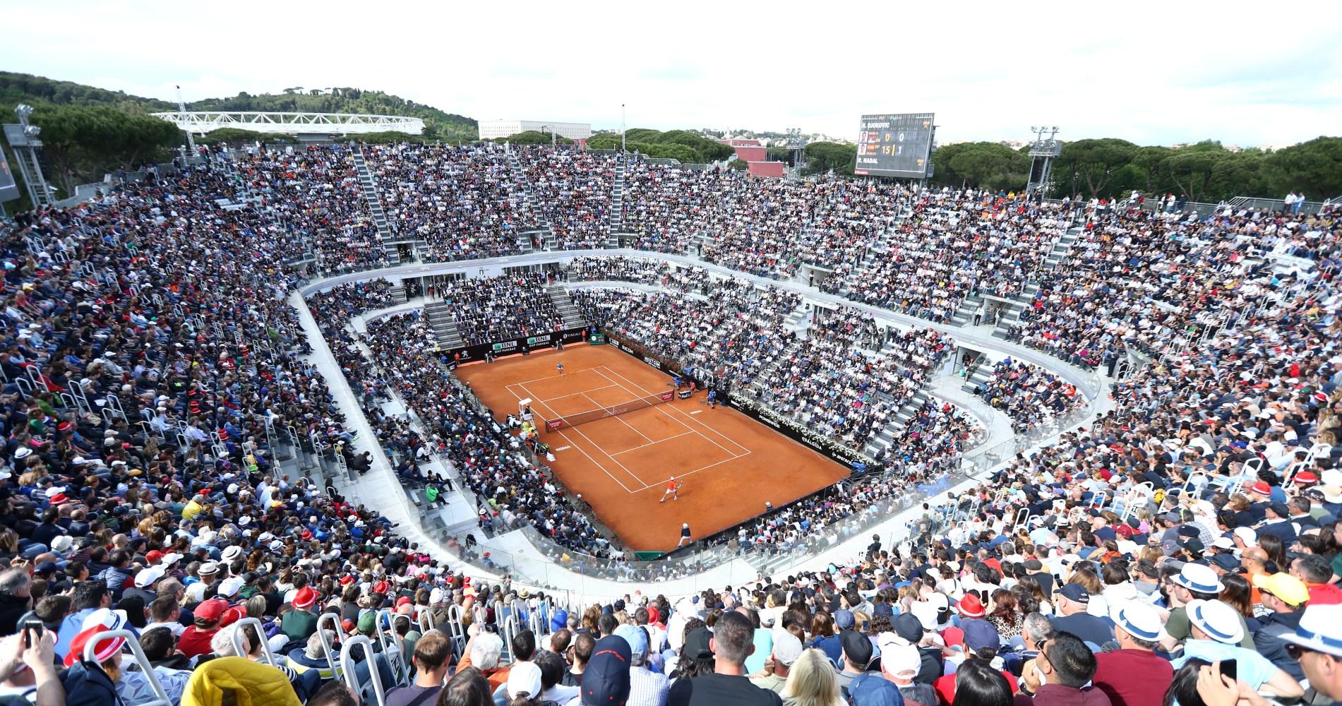 Le court central de Rome peut accueillir 10 500 spectateurs.
