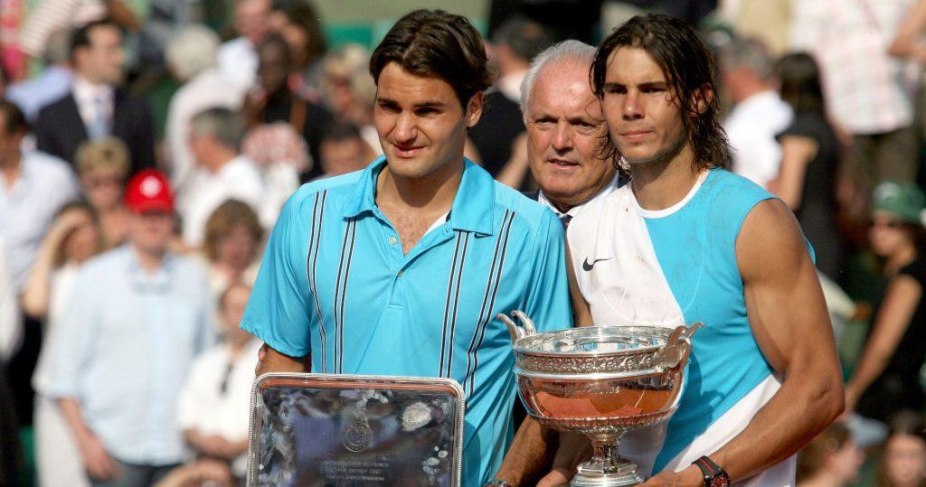 Roger Federer and Rafel Nadal Nadal after the 2007 Roland-Garros final.