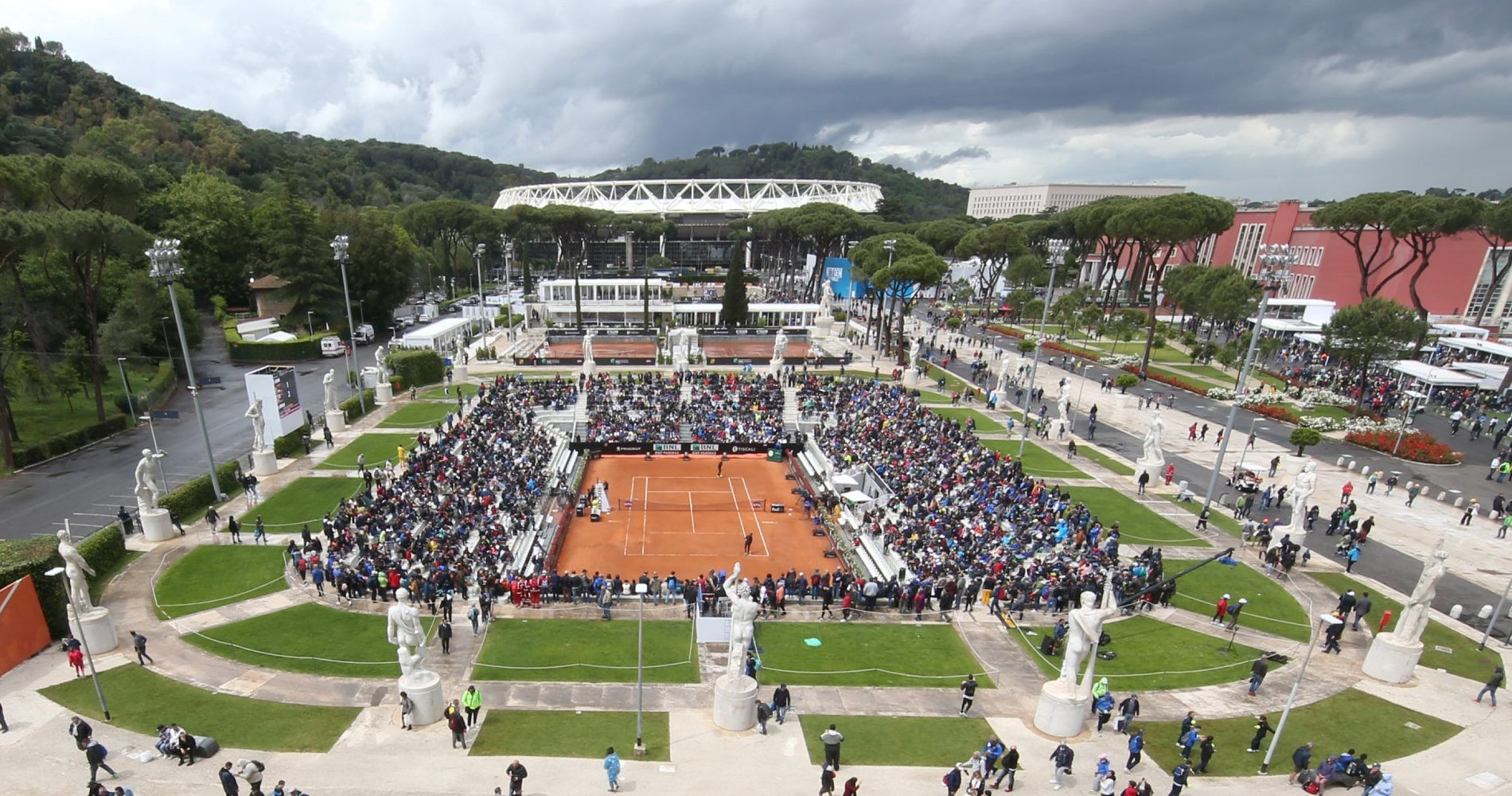 The Pietrangeli court is surrounded by 18 marble statues