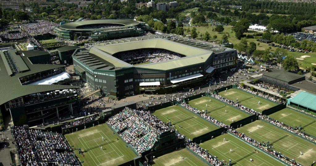 Le site de Wimbledon en 2003 avant que les deux principaux courts ne soient couverts