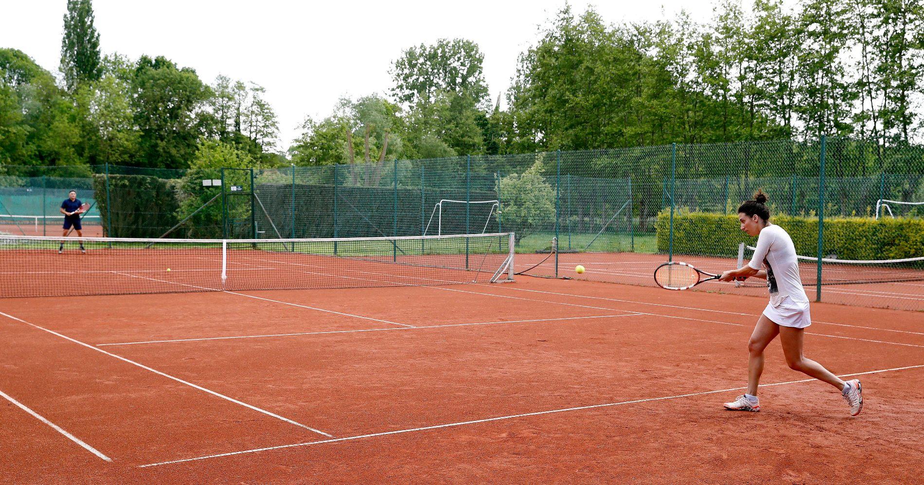 La pratique du tennis est déjà autorisée en Belgique et dans beaucoup d'autres pays d'Europe.