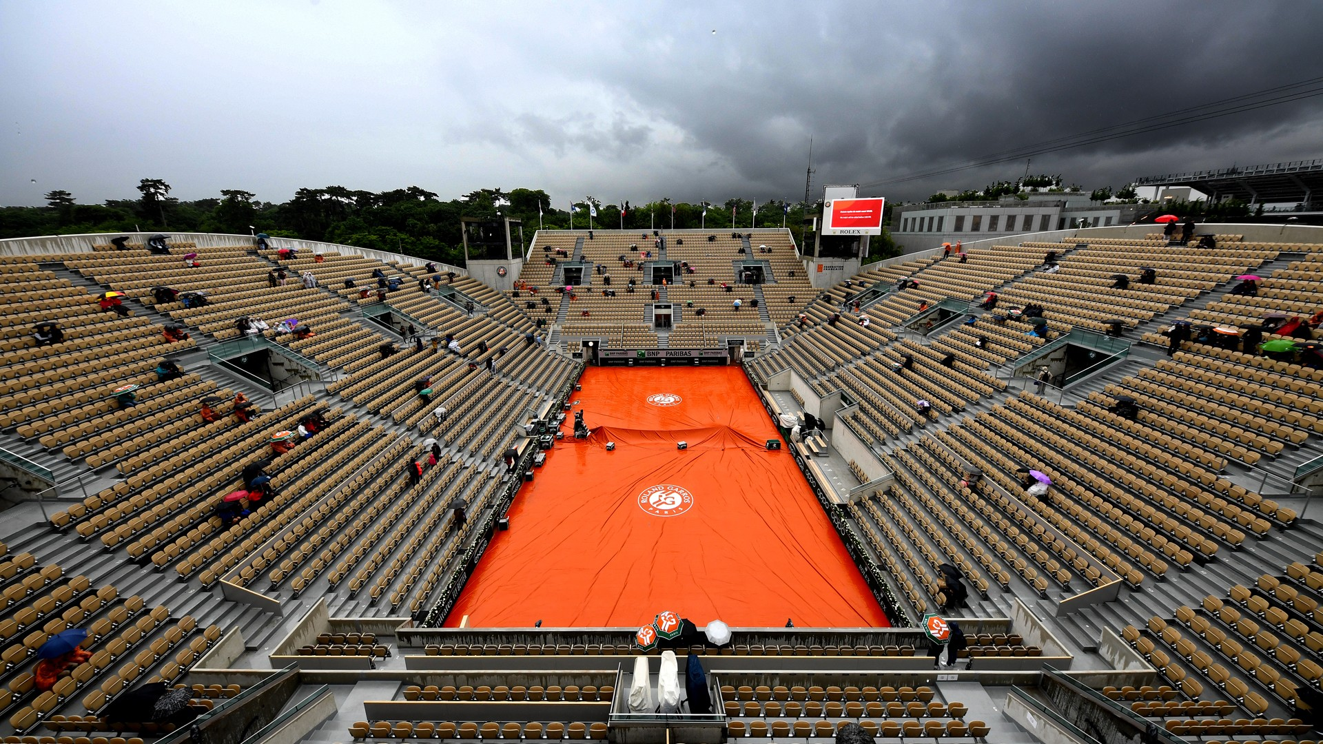 PARIS, FRANCE - JUNE 05: A general view inside Court Suzanne Lenglen as the court is covered during a rain delay during Day eleven of the 2019 French Open at Roland Garros on June 05, 2019 in Paris, France. (Photo by Clive Mason/Getty Images)