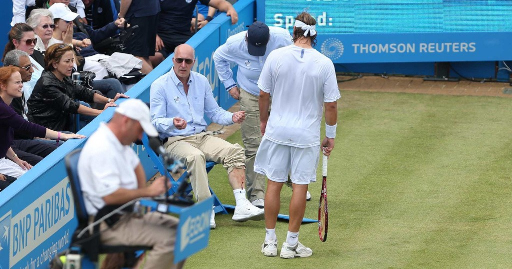 David Nalbandian and the line judge at the 2012 Queen's