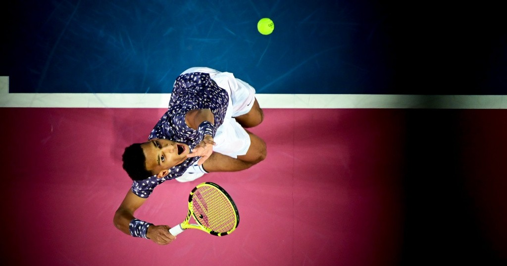 Félix Auger Aliassime serving in Montpellier in 2020