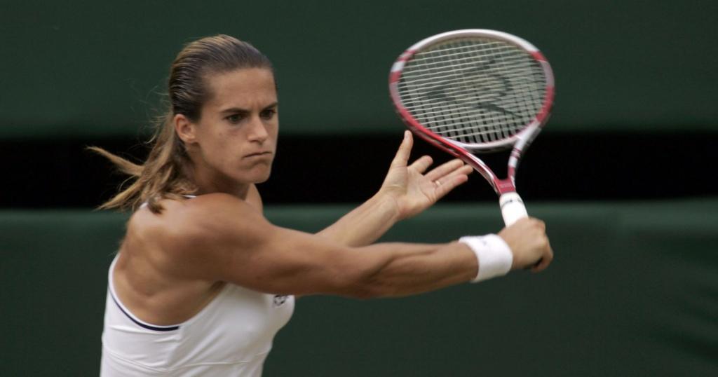 Amelie Mauresmo hitting a backhand at Wimbledon