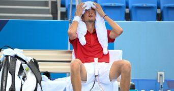 Daniil Medvedev feeling the heat in Tokyo, 2021 (Olympics)