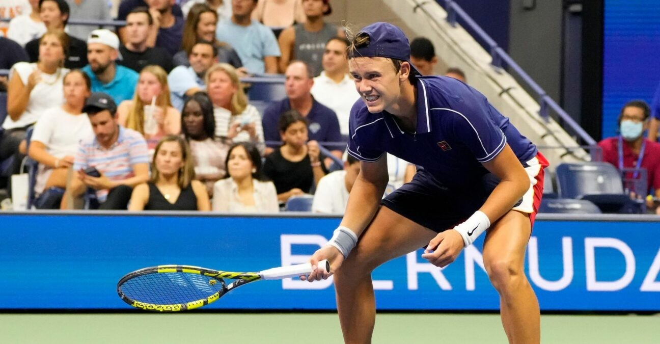 Holger Rune suffers from cramps while playing Novak Djokovic on Day 2 of the 2021 U.S. Open