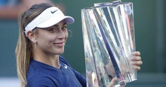 Paula Badosa, avec le trophée d'Indian Wells 2021